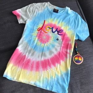 A&F Unisex Love Shirt Size Small NWT
